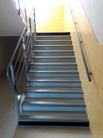 contremarche dibond noir pour escalier intérieur