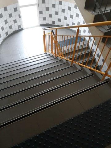Nez de marche plat P40 pour escalier intérieur
